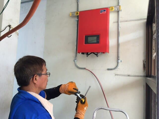 6 Best Solar Inverters 2019 [Including Buying Guide]