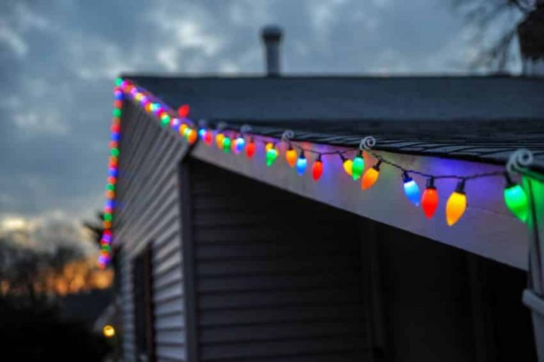 Solar Christmas Lights: Switch to Sustainable Lighting for the Holidays