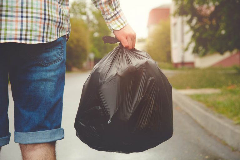 7 Best Alternatives to Plastic Trash Bags in 2021