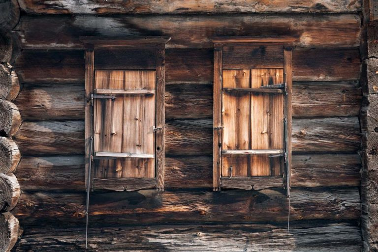 Reclaimed Wood Buyer's Guide: Everything You Need to Know