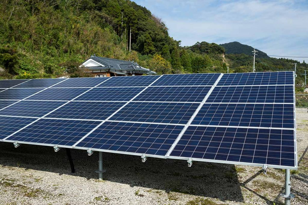 ground mounted solar panels pros and cons